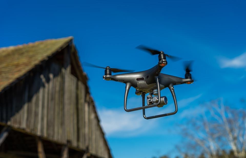 """La FAA, la """"AESA estadounidense"""", optimiza las autorizaciones para drones"""